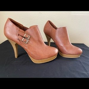 NEVER WORN Brown Buckle Booties